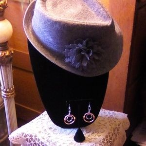 2pc fashion hat and  earrings.